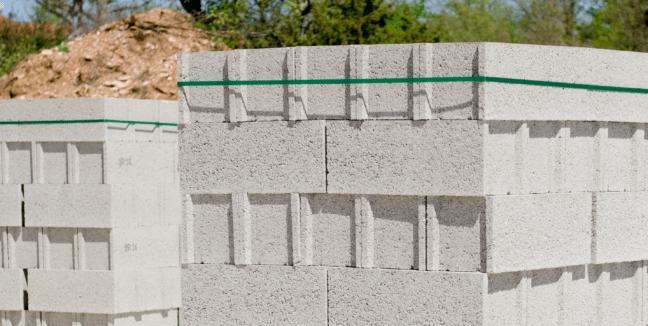 Cerclage de matériaux de construction